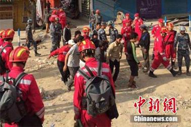 尼泊尔地震:中国政府、军方、民间全力驰援